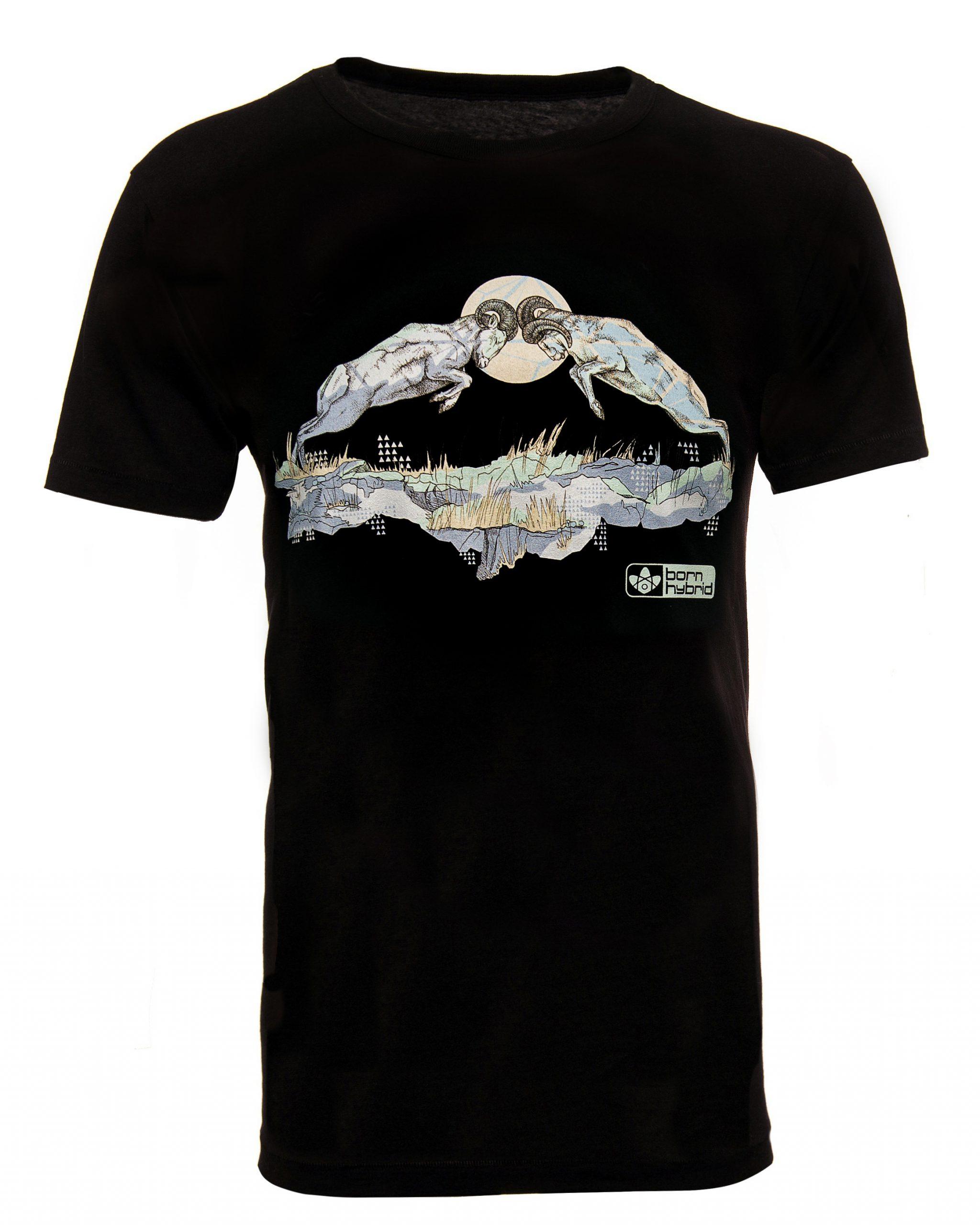 Black graphic T-shirt. Bighorn sheep t-shirt featuring two rams rutting. Eco T-shirt in organic combed cotton